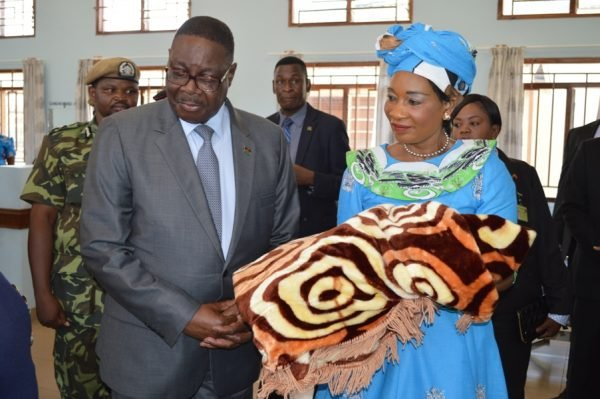 President Peter Mutharika inspects childrens ward at Nkhatabay District Hospital (C)Stanley Makuti