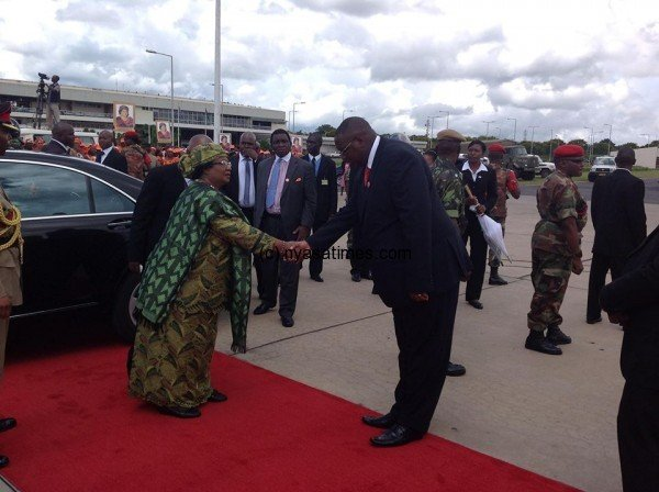 President Banda saying byee to her want-away deputy Khumo Kachali