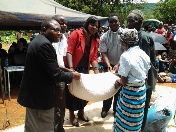 DC Chavula giving out maize in Machinga