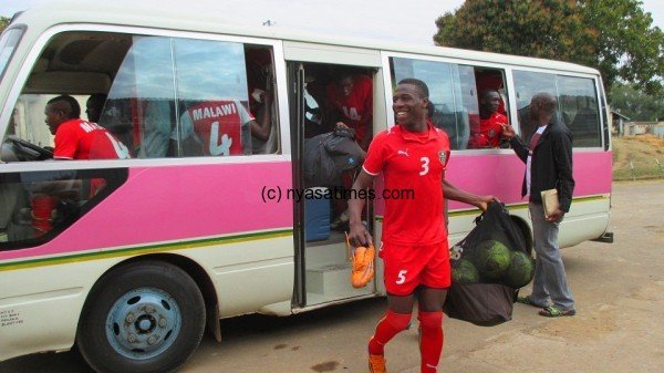 Miracle Gabeya off from the team bus....Photo Jeromy Kadewere.