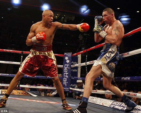 Frustration: Tony Bellew (right) has to settle for a draw against rival Isaac Chilemba